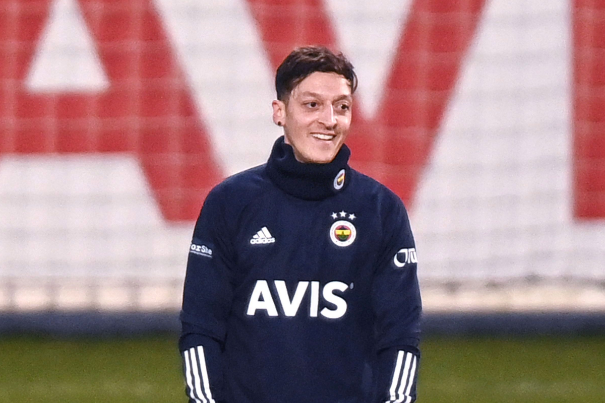 Mesut Ozil's enormous pay minimize from Arsenal revealed as Fenerbahce hope new signing could make debut towards arch rivals Galatasaray